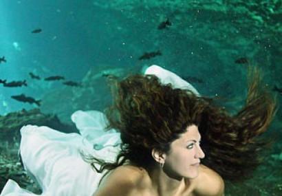 Under Water Wedding Photographs