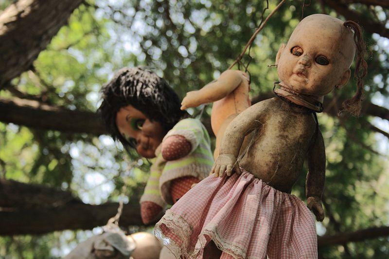 800px-Xochimilco_Dolls'_Island