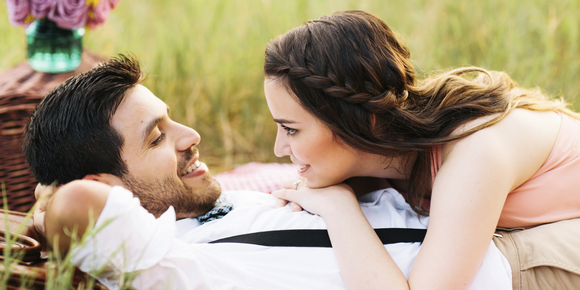 10 little things which all cute loving couples do everyday !